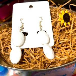 GORGEOUS Gold & WhITE DANGLERS!!